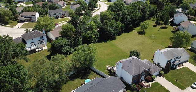 bird's eye view of a housing development